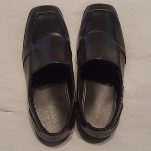 Boys size 7 black patent dress shoe worn once